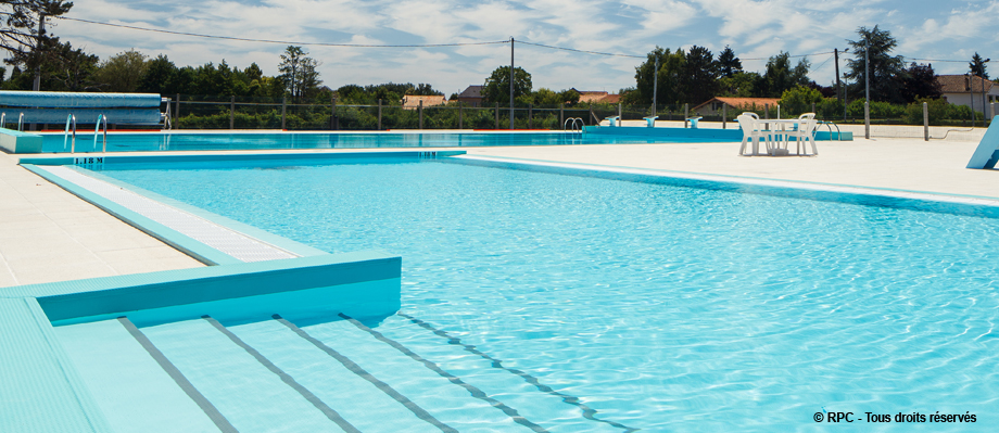 Une des r alisations d 39 rpc la piscine municipal de lezay for Realisation piscine