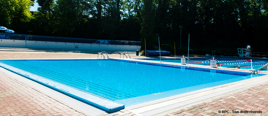 Une des r alisations d 39 rpc la piscine municipal de rumilly for Realisation piscine